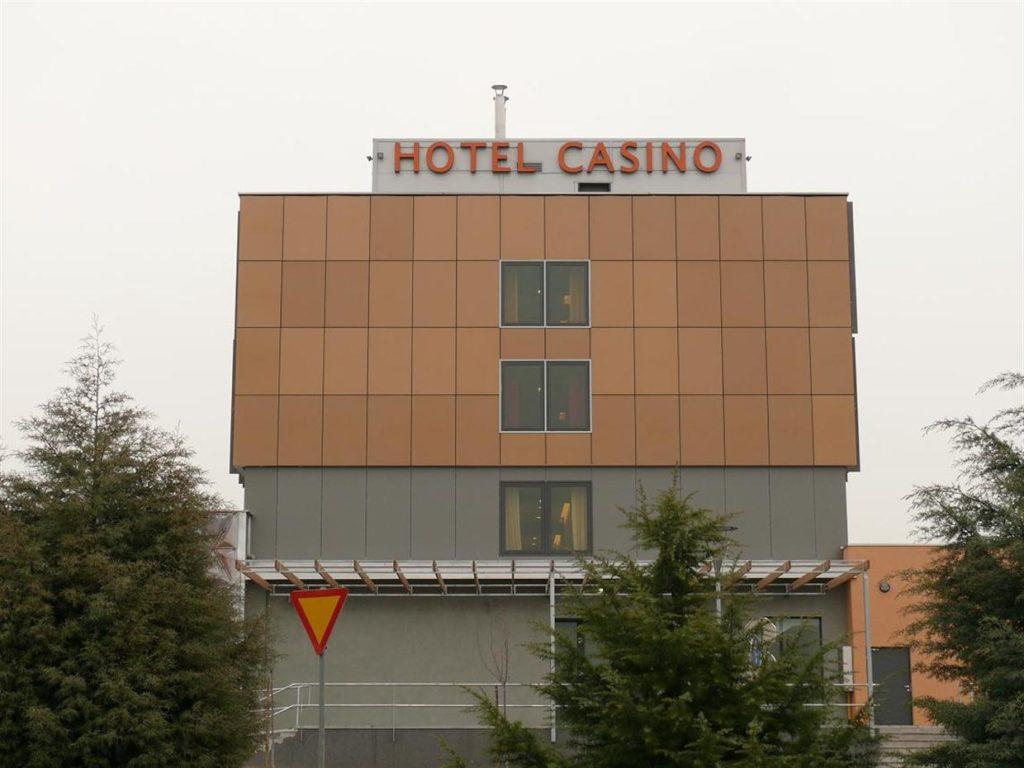 Črke z vgrajeno notranjo razsvetljavo. Montaža Casino Hotel Safir