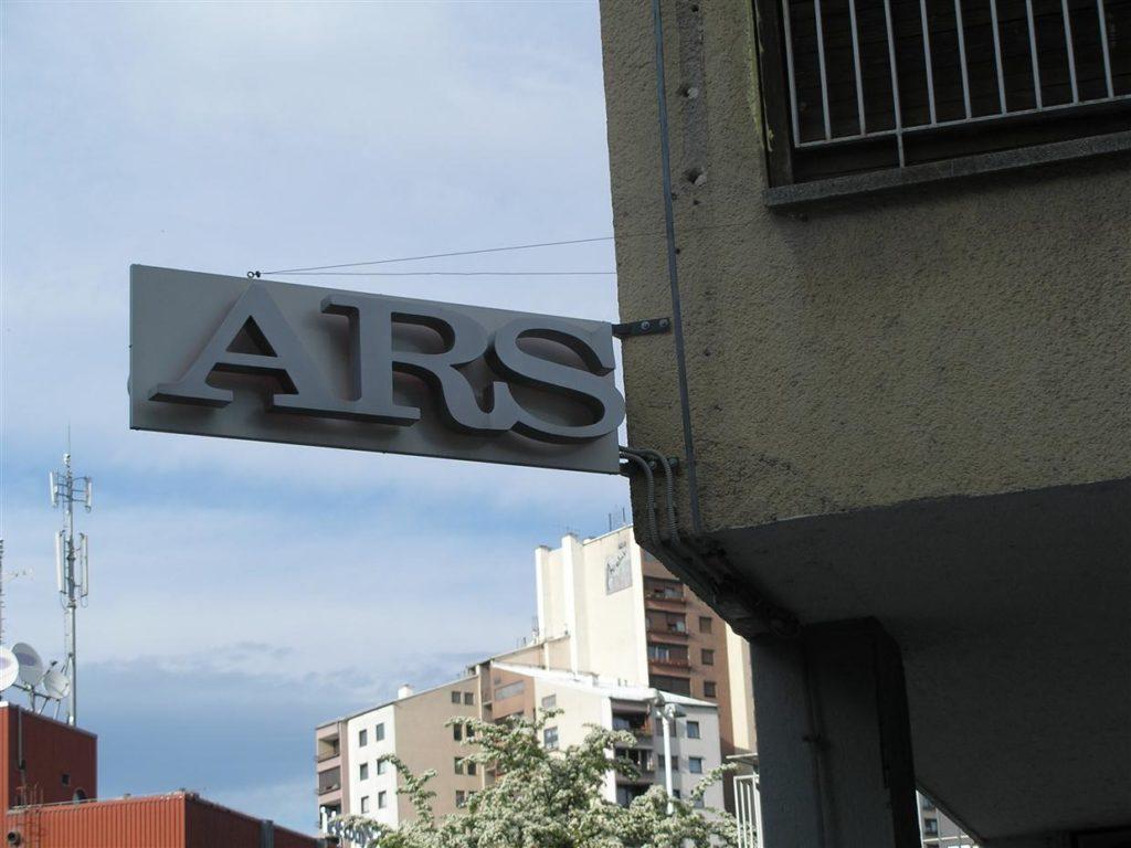 Dvostranski ARS indirektna razsvetljava 3d črke odmaknjene od podlage