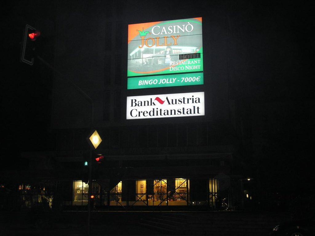 Reklamni napis nočni efekt čelna stran panafleks platno