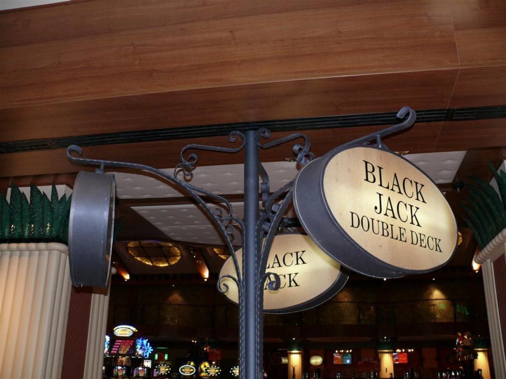 Retro trojček z notranjo razsvetljavo montaża Casino Park